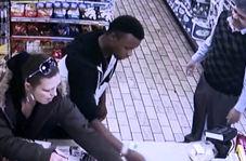 صاحب فروشگاه دزد جوان را شرمنده کرد!