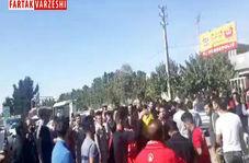 جشن، رقص و پایکوبی هواداران پرسپولیس در ورزشگاه کاظمی + فیلم
