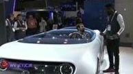 خودروی مدرنی که به شیوه بسیار جذابی هدایت میشود.