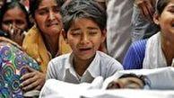 ویدیوئی دلخراش از مادر و کودک زنده به گور شده در هند