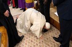 اقدام غیرمنتظره پاپ و بوسیدن پای رهبران جنگ سودان!