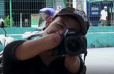 عکاس حرفهای که با دهان عکس میگیرد
