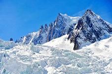 کشف جسد کوهنورد مفقود شده در میان یخ و سنگ + فیلم