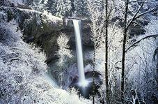 """آبشار زیبا در روستای """"میانده"""""""
