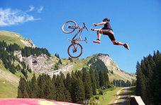 انجام حرکتی خارق العاده با دوچرخه+ فیلم
