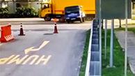 پرتاب شدن کارگران از قسمت بار کامیون، پس از تصادف دو خودرو