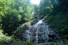 مناظری بکر و جذاب از آبشار سنگ بن چشمه