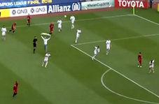 لحظه ورود جیمی جامپ ایرانی به زمین مسابقه در بازی پرسپولیس و کاشیما آنتلرز
