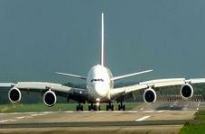 فراز و فرود شگفت انگیز همزمان دو هواپیما از روی یک باند + فیلم