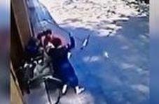 لحظه حمله ور شدن سارق به شناگر برزیلی