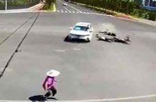 تصادفهای شدید خودروی شاسی بلند پس از عبور از چراغ قرمز!