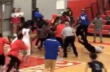 ضربوشتم داور توسط بازیکنان بسکتبال!