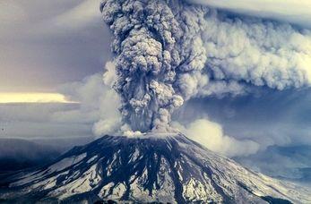 فوران یک کوه آتشفشان در اندونزی