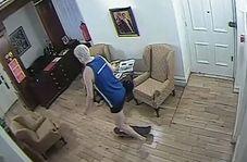 اسکیت سواری جولیان آسانژ در داخل سفارت اکوادور!