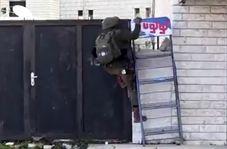 ناتوانی سرباز صهیونیست در بالا رفتن از دیواری کوتاه