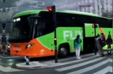 دزدی فرانسویها از اتوبوس به عجیبترین روش ممکن!