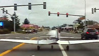 فرود اضطراری هواپیما وسط بزرگراه + فیلم
