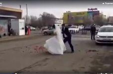 دعوای دیدنی عروس و داماد وسط خیابان