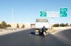 حرکت خطرناک موتورسوار در جاده