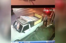 لحظه سرقت موبایل در خیابان اندرزگوی تهران