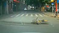 حقه بازی دوچرخه سوار چینی برای گرفتن غرامت!