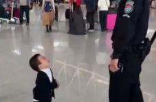 واکنش جالب کودکی که تا به حال فرودگاه نیامده است