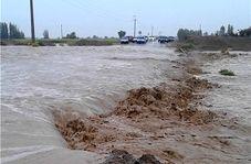 تلاش مردم در کنار سپاه و ارتش برای کاهش عوارض سیل استان خوزستان