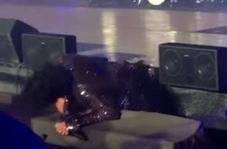 سقوط خواننده لس آنجلسی از روی سن کنسرت