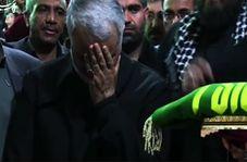 تبرک جستن حاج قاسم سلیمانی به پرچم حرم امام رضا (ع)