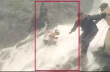 فرار از مرگ مامور پلیس حین انتقال جسد در بالای آبشار!