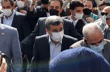 فیلم/ بالا رفتن احمدینژاد از نردهها برای پاسخ به ابراز احساسات هوادارانش