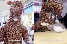راه حل عجیب زن چینی برای جلوگیری از ویروسی شدن