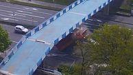 عبور ناموفق کامیون از زیر پل حادثه ساز شد