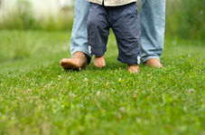وسیلهای ساده برای کمک به راه رفتن بچههای کوچک