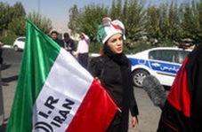حضور زنان مقابل ورودی شرقی استادیوم آزادی