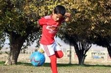 اهدای پیراهن امضا شده دیبالا به پسربچه ایرانی