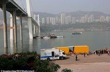 انحراف مرگبار اتوبوس روی پل و سقوط آن به رودخانه