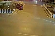 افتادن یک خودرو به داخل رودخانه پس از تصادف