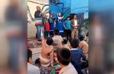 آواز خوانی پرویز پرستویی در مدرسه افغانستانیها