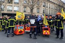 آتشنشانان فرانسه نیز به جمع معترضان پیوستند/فیلم