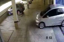 عجیبترین روش ورود خودرو به پارکینگ عمومی