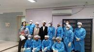 لحظاتی از خدمترسانی طلبه جوان به بیماران کرونایی
