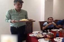 پذیرایی عادل فردوسیپور از همکارانش در رستوران