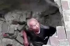 بلعیده شدن پیرمرد نگون بخت توسط زمین + فیلم