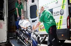 چپ شدن تخت مریض حین انتقال به درمانگاه