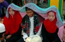 ازدواج همزمان داماد اندونزیایی با دو دختر مورد علاقه اش!