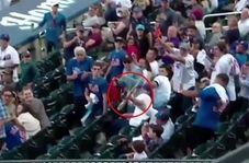 اتفاق جالب حین بازی بیسبال در استادیوم!
