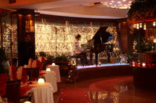اجرای عجیب موزیک زنده در یکی از رستورانهای تهران
