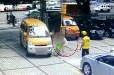 نقشه عجیب زن شیاد برای بدست آوردن پول از رانندگان
