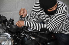 سرقت موتورسیکلت در کمتر از ۱۰ ثانیه در روز روشن!